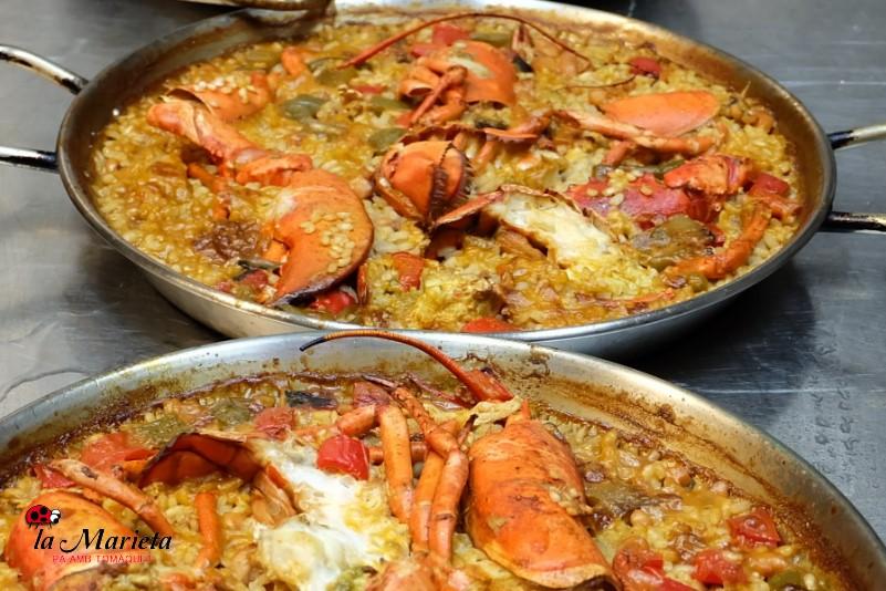Paella de arroz marinera en restaurante en Mollet del Vallès, íntimo y acogedor, cocina catalana La Marieta.